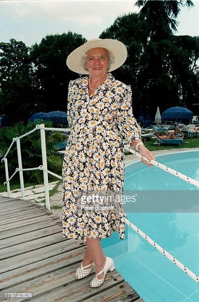 Heidi Kabel, in Abano Terme, Italien, Hut,;Kleid, Swimming-Pool, Kur - Urlaub,Schauspielerin, Promis, Prominente, Prominenter,