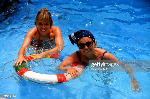 Heidi Kabel Tochter Heidi MahlerMittelmeerKreuzfahrt MS Piräus UrlaubSonnenbrille SwimmingPool