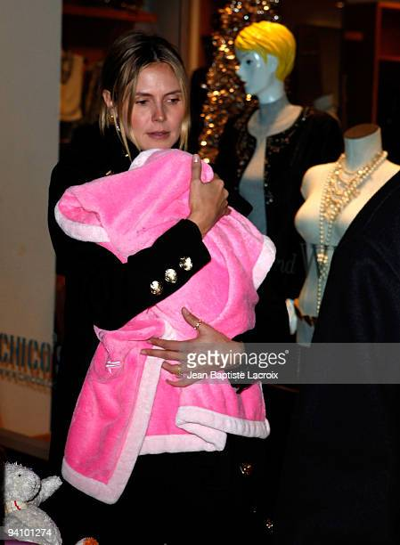 Heidi Klum and Lou Samuel shop at The Grove on December 6 2009 in Los Angeles California