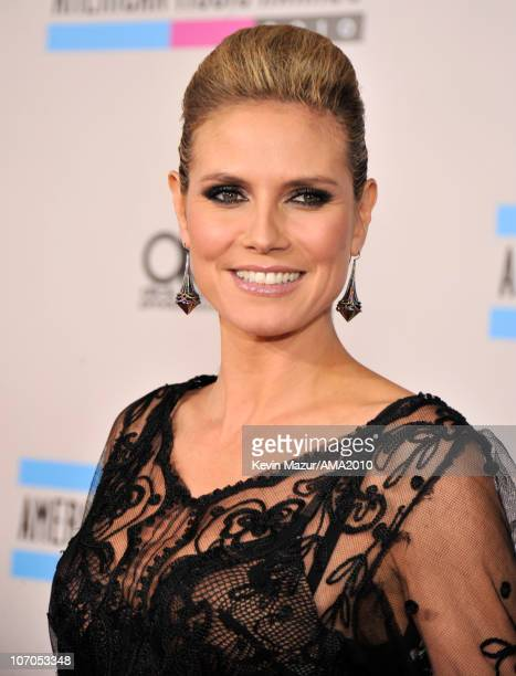 Heidi Klum arrives at the 2010 American Music Awards held at Nokia Theatre L.A. Live on November 21, 2010 in Los Angeles, California.
