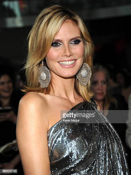 Heidi Klum attends the 2009 CFDA Fashion Awards at Alice Tully Hall, Lincoln Center on June 15, 2009 in New York City.