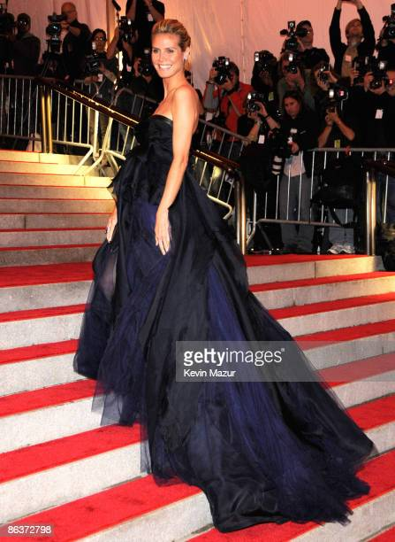 """Heidi Klum attends """"The Model as Muse: Embodying Fashion"""" Costume Institute Gala at The Metropolitan Museum of Art on May 4, 2009 in New York City."""