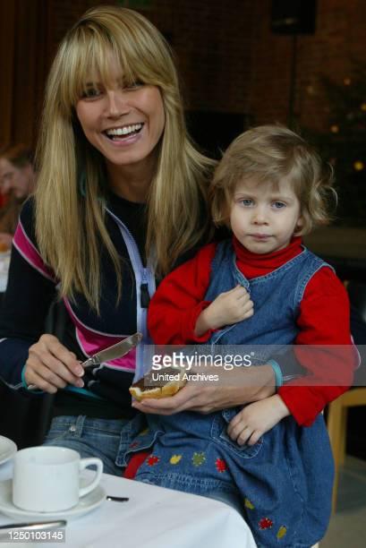 Heidi Klum Besuch im Kinder- und Jugenddorf Bethanien, 2002 - Heidi Klum besucht zusammen mit einem RTL Fernsehteam und Frauke Ludowig das Kinderdorf...