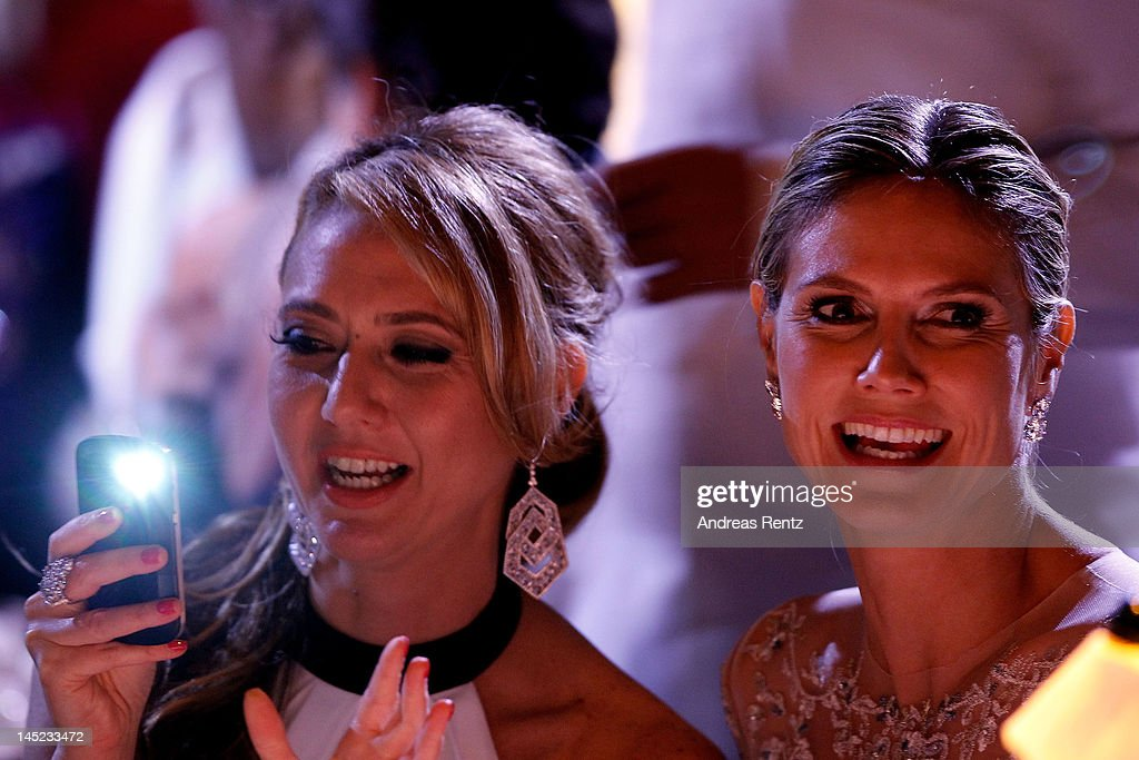 Heidi Klum (R) during the 2012 amfAR's Cinema Against AIDS during the 65th Annual Cannes Film Festival at Hotel Du Cap on May 24, 2012 in Cap D'Antibes, France.