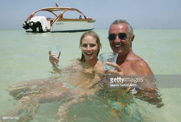 Heidi Klum et son compagnon Flavio Briatore dans l'eau lors de leurs vacances à Malindi au Kenya en décembre 2003