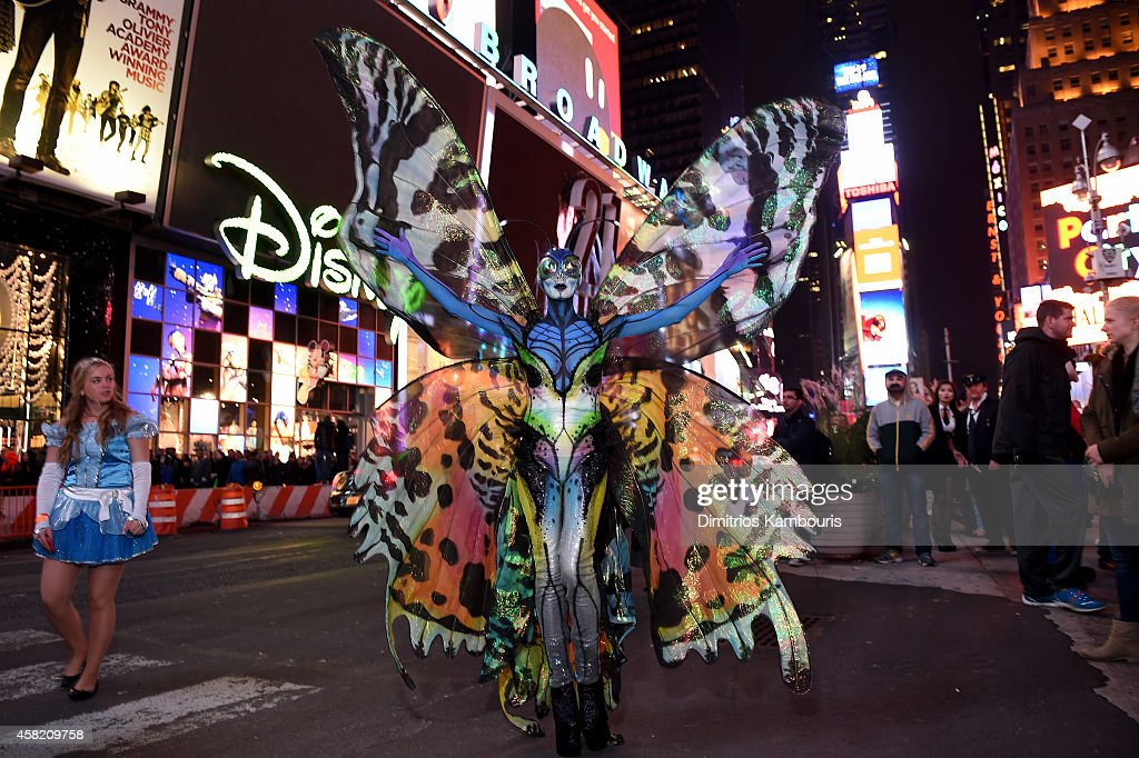 Heidi Klum Gives Times Square Visitors A Sneak Peek Of Her Halloween Costume Before Hosting Her Annual Party At TAO Downtown Sponsored By Moto X : News Photo