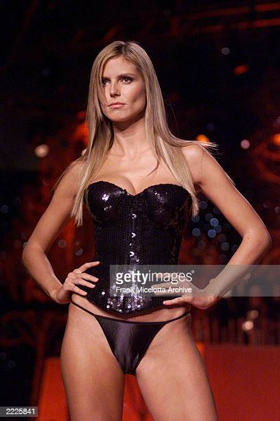 Heidi Klum on the runway at the Victoria's Secret Fashion Show 2001 in Bryant Park New York City 11/13/01 The show will air on ABC Television on...