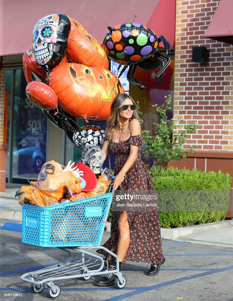 Heidi Klum Getting All Her Halloween Costume And Decoration Shopping Done At Party City In Los Angeles