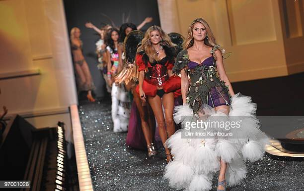 Heidi Klum walks the runway during the 2009 Victoria's Secret fashion show at The Armory on November 19 2009 in New York City
