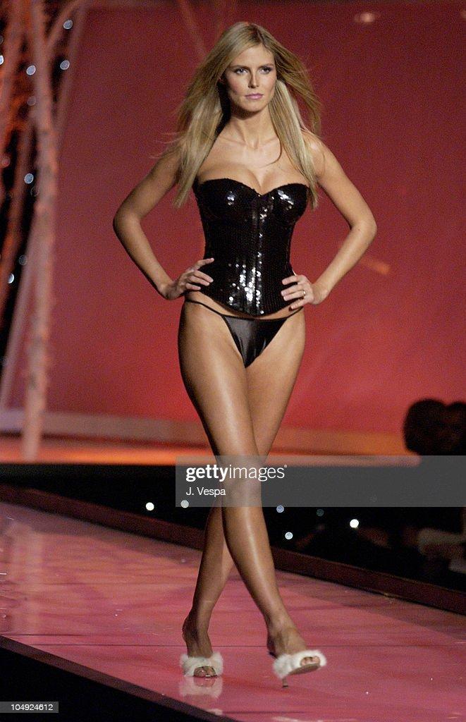 Victoria's Secret Fashion Show - Stage : News Photo