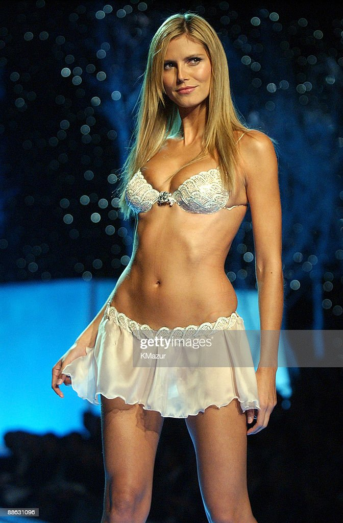 The 7th Annual Victoria's Secret Fashion Show - Stage : News Photo