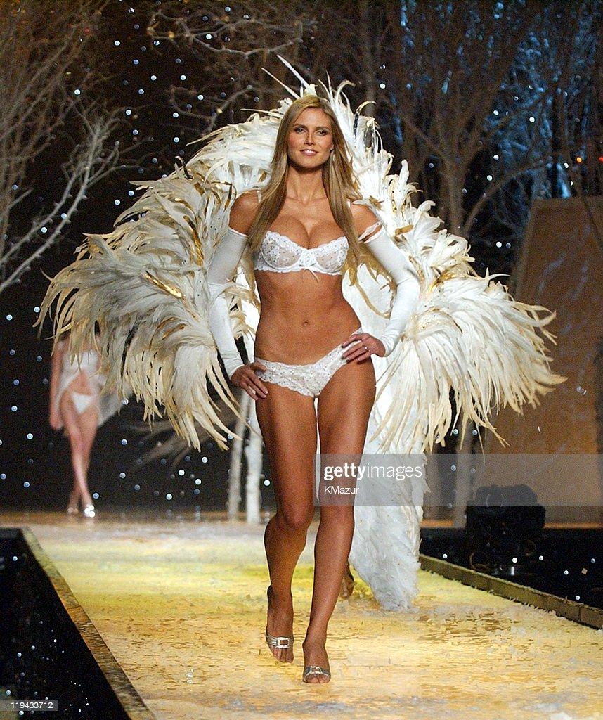 The 7th Annual Victoria's Secret Fashion Show - Stage : News Photo