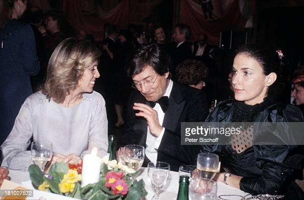 Heidi Mahler Christian Wolff Ehefrau Marina 75 Geburtstag von W i l l y M i l l o w i t s c h Köln Blumen Glas Getränk Wein Schauspieler...