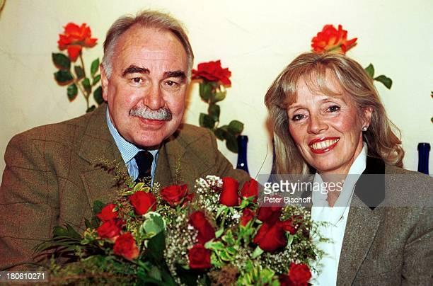 Heidi Mahler Ehemann Dr Michael Koch Ausflug Hamburg MövenpickRestaurant Rosen Blumen Blumenstrauß Schauspielerin Mann