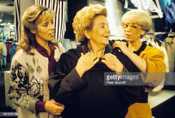 Heidi Mahler Mutter Heidi Kabel Karin Eckhold Dreharbeiten zur NDRSerie Tante Tilly Hamburg Geschäft Mantel Brille Schauspielerin Promis Prominente...