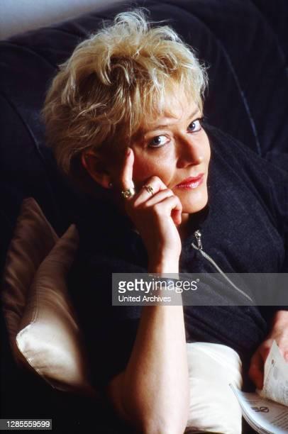 Heike Fritzen, deutsche Nachrichtensprecherin bei RTL in Köln, Deutschland 1993.