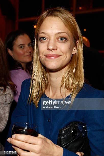 Heike Makatsch attends the 'Fenster zum Sommer' premiere at Kino International on November 3 2011 in Berlin Germany