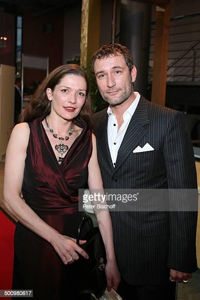 """Heikko Deutschmann, Lebensgefährtin Iris Böhm, ARD-Gala """"Deutscher Fernsehpreis 2006"""", Köln, Deutschland, , Prod.-Nr.: 1506/2006, """"Coloneum"""", roter..."""