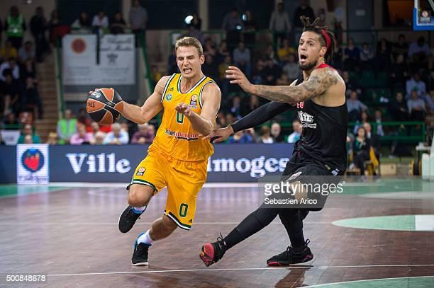 Heiko Schaffartzik #0 of Limoges CSP competes with Daniel Hackett #23 of Olympiacos Piraeus during the Turkish Airlines Euroleague Basketball Regular...