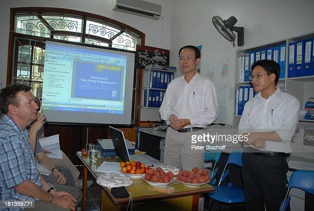"Heiko Schäfer , Luong Quang Hung , Mitarbeiter , M.-L. M a r j a n besucht P A T E N K I N D , ""Plan International"", Provinzhauptstadt Bac Giang,..."