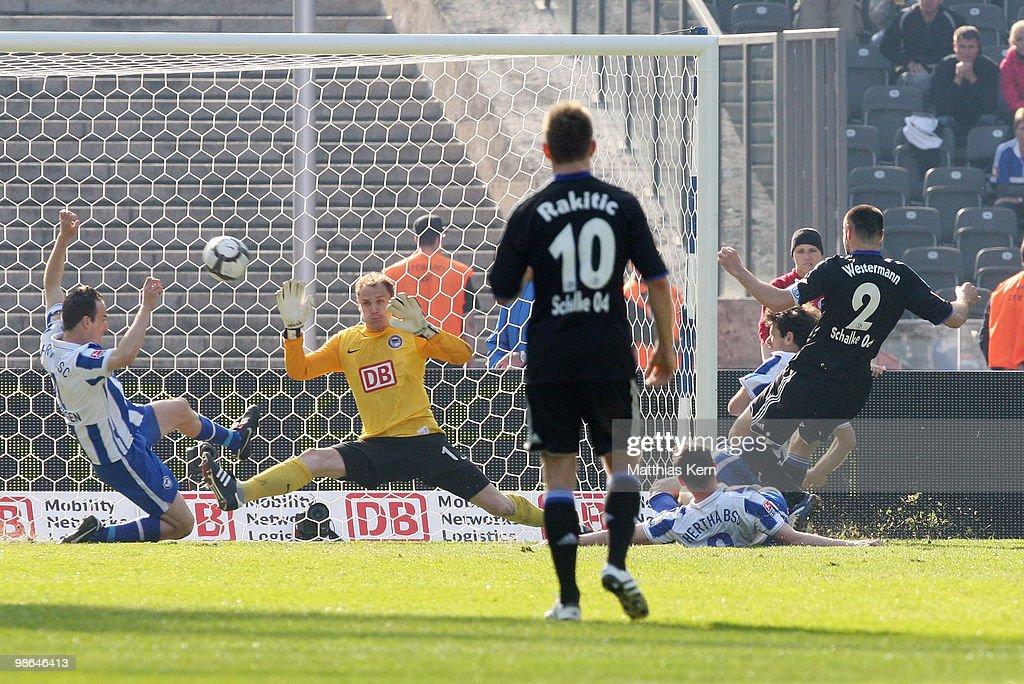 Hertha BSC Berlin v FC Schalke 04 - Bundesliga