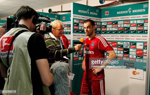 Heiko Westermann von Hamburg im Interview waehrend des Bundesligaspiels zwischen SV Werder Bremen und Hamburger SV im Weserstadion am 10 September...