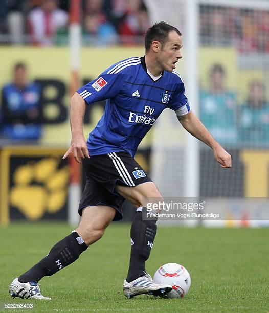 Heiko Westermann von Hamburg waehrend des Bundesligaspiels zwischen FSV Mainz 05 und Hamburger SV im Stadion am Bruchweg am 16 Oktober 2010 in Mainz...