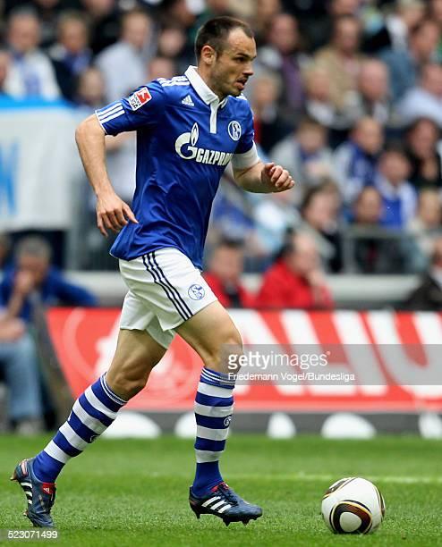 Heiko Westermann von Schalke waehrend des Bundesliga Spiels zwischen FC Schalke 04 und Werder Bremen in der Veltins Arena am 1 Mai 2010 in...