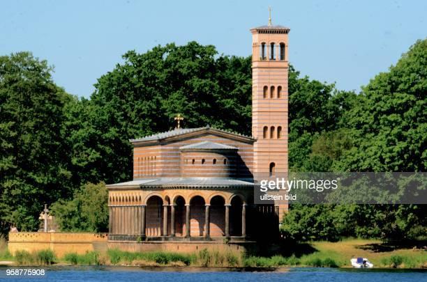 Heilsndsktrche Sacrow bei Potsdam Aussenansicht von der Havel aus Reise Freizeit Kultur Geschichte Historie keine Beschränkung öffentliche Ansicht