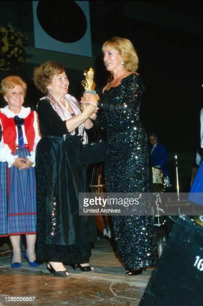 Heimat-Melodie 1987, Konzert der volkstümlichen Musik, Mitwirkende: Maria Hellwig, Erika Köth , Dagmar Koller.