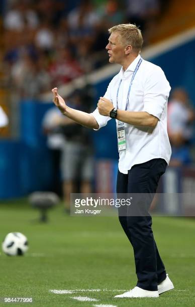 Heimir Hallgrimsson Manager of Iceland gives his team instructions during the 2018 FIFA World Cup Russia group D match between Iceland and Croatia at...