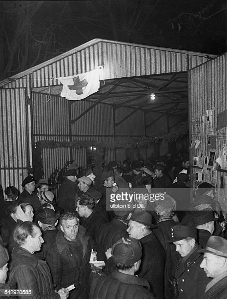 Heimkehrer im Lager Friedland Baracke Deutsches Rotes Kreuz 1955