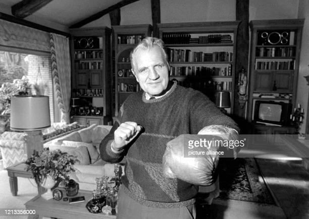 Hein ten Hoff ist tot Der frühere Box Europameister ist am 1362003 im Alter von 83 Jahren in einem Hamburger Krankenhaus gestorben Der erste...