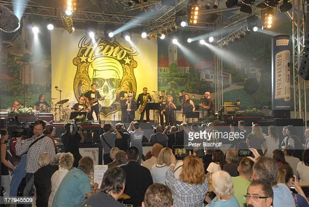 Heino Angie Horn und Band Konzert während Mit freundlichen GrüßenTour Bayernzelt †berseestadt Bremen Deutschland Europa Zelt Festzelt Auftritt Bühne...