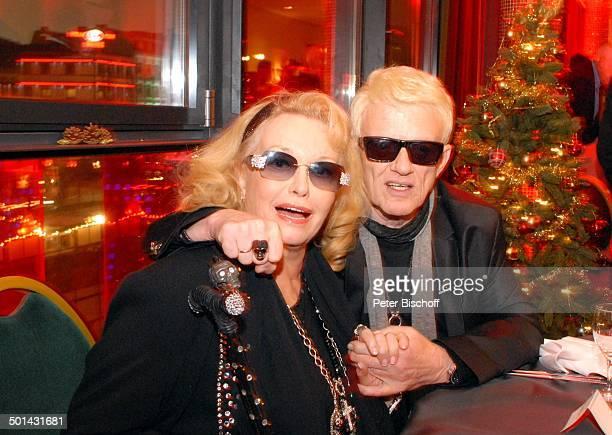 Heino Ehefrau Hannelore Kramm PlatinVerleihung für 300000 RockCDs Mit freundlichen Grüßen SchmidtTheater Hamburg Deutschland Europa Platinverleihung...