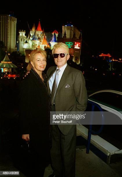 Heino Ehefrau Hannelore Kramm RPRHörerreise am bei Nacht vor Hotel Excalibur Las Vegas USA