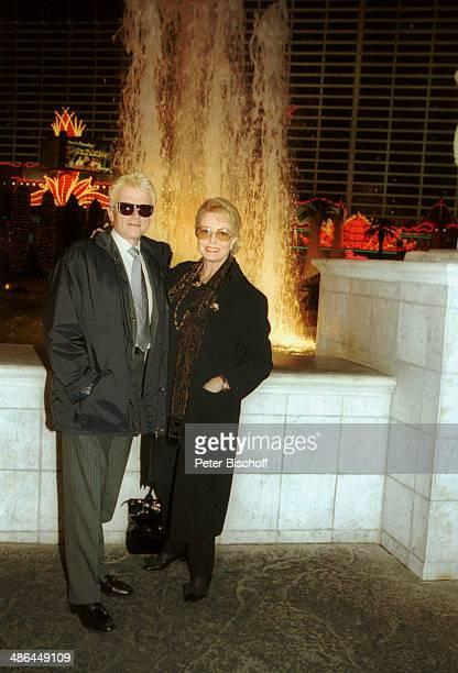 """Heino, Ehefrau Hannelore Kramm, RPR-Hörerreise am , vor Hotel """"Ceasars Palace"""", Las Vegas, USA."""