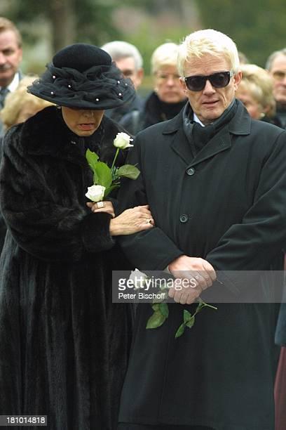 Heino Ehefrau Hannelore Kramm Urnenbeisetzung seiner unehelichen Tochter Petra Bell Bad Münstereifel Friedhof Beerdigung Beisetzung Trauer...
