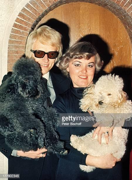 Heino Ehefrau Lilo Kramm Homestory †lpenich NordrheinWestfalen Europa Hund Pudel Tier Brille abgedunkelte Gläser VolksmusikSänger MW/LG