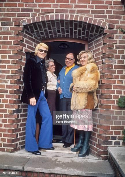 Heino ExEhefrau Lilo Kramm Heinz Erhardt Ehefrau Gilda Erhardt Homestory Europa Eingang Tür Brille abgedunkelte Gläser VolkmusikVolksmusikSänger...
