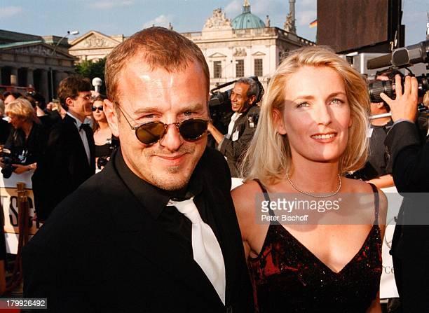 Heino Ferch Maria FurtwänglerBurda DieNacht der StarsDeutscher Filmpreis99Verleihung Berlin Staatsoper Unterden Linden Sonnenbrille
