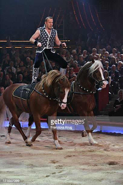 Heino Ferch Mit Ungarischer Post Bei 'Stars In Der Manege' Im Circus Krone In München Am 021206
