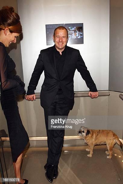 Heino Ferch Und Ehefrau Marie Jeanette Mit Einem Hund Bei Der Diva Verleihung Im Hotel Bayerischer Hof In München