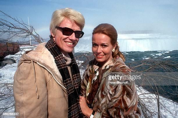 Heino Freundin und Managerin Hannelore Prinzessin von Auersperg Ausflug zu den Niagarafällen bei Konzertreise am in Niagara Falls Kanada