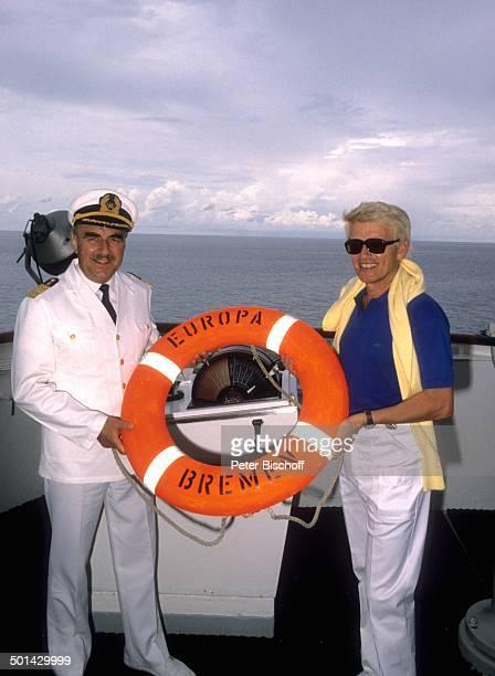 Heino Kapitän Helmut Raasch JubiläumsFlitterwochenKreuzfahrt zum 10 Hochzeitstag auf MS Europa Insel Bali Indonesien Asien Urlaub Jubiläum Schiff...