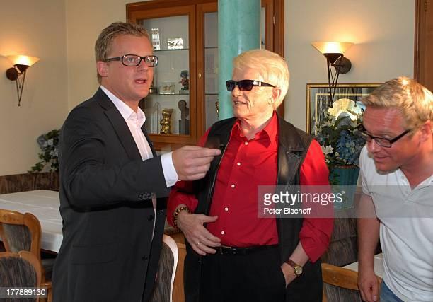 """Heino , Marc Bator , Dankwart Bette , nach Interview mit ARD-Boulevard-Magazin """"Brisant"""", 14-jähriges Jubiläum von """"H E I N O S Rathaus Cafe"""", Bad..."""