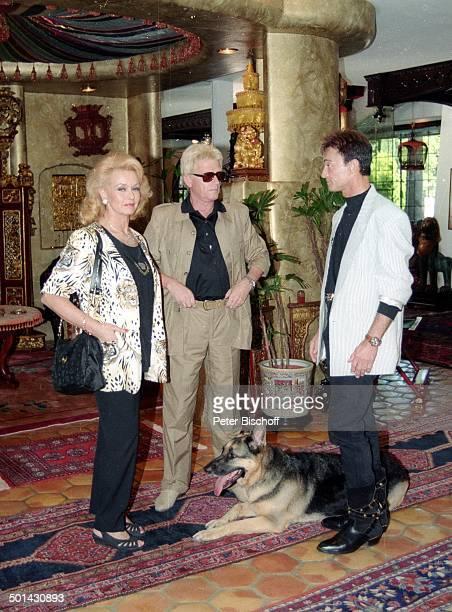 Heino mit Ehefrau Hannelore Kramm und Roy Homestory DschungelPalast Las Vegas Nevada USA Schäferhund Hund Tier Künstlername Roy Uwe Ludwig Horn...