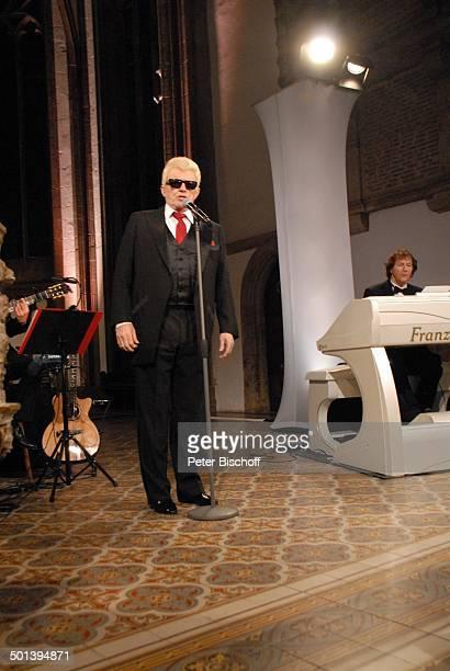 Heino mit Franz Lambert Auftritt bei 5 KirchenkonzertTournee Die Himmel rühmen im Advent MarienKirche Minden NordrheinWestfalen Deutschland Europa...