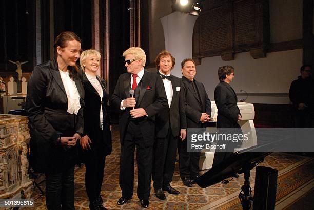 Heino mit Franz Lambert Werner Hucks und Sängerinnen und Sänger vom Gloria TerzettChor mit Angie Henschen Auftritt bei 5 KirchenkonzertTournee Die...