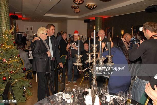 Heino mit Manager Jan Mewes PlatinVerleihung für 300000 RockCDs Mit freundlichen Grüßen SchmidtTheater Hamburg Deutschland Europa Platinverleihung...